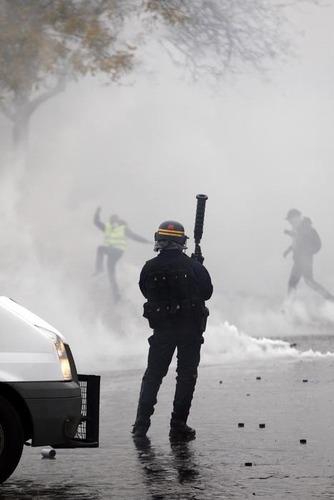 Gilet gialli, in Francia un terzo morto ad Arles (3)