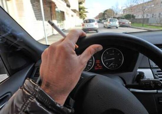 Divieto totale di fumare in auto: il disegno di legge