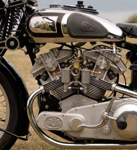 Moto d'epoca: una AJS V-4 replica va all'asta (9)