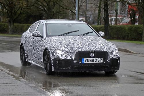 Nuova Jaguar XE: restyling per il futuro [Foto spia] (4)