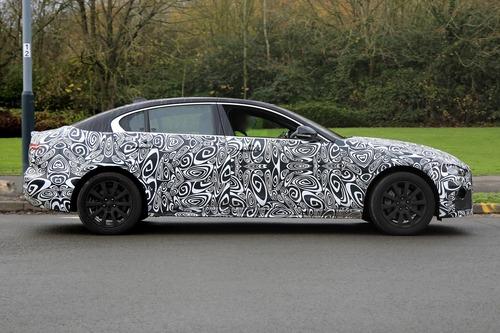 Nuova Jaguar XE: restyling per il futuro [Foto spia] (3)