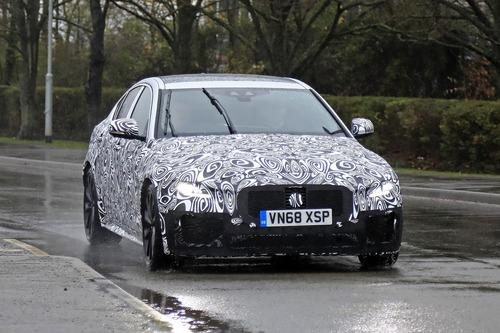 Nuova Jaguar XE: restyling per il futuro [Foto spia] (9)