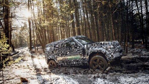 Nuovo Land Rover Defender, le prime immagini ufficiali (7)