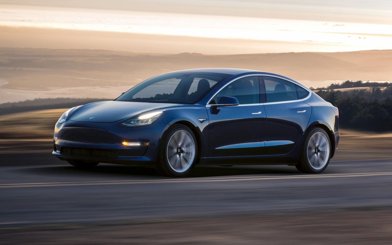 Tesla sconta la Model 3 di 2.000 dollari