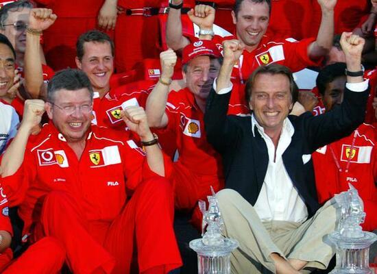 La Ferrari festeggia l'ennesima vittoria: un foto ricordo con Montezemolo, Todt, Brawn e Domenicali