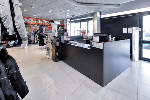 Wheelup Smart Stores, franchising di abbigliamento, accessori e ricambi moto