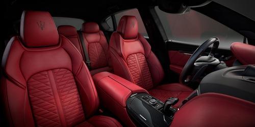 Maserati Levante, arriva l'edizione limitata Vulcano (3)