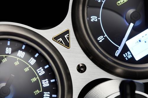 Triumph svela le Factory Custom Thruxton R e Rocket III (9)