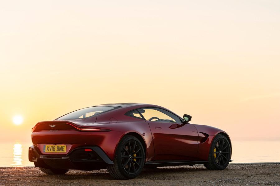 Aston Martin Vantage (2)