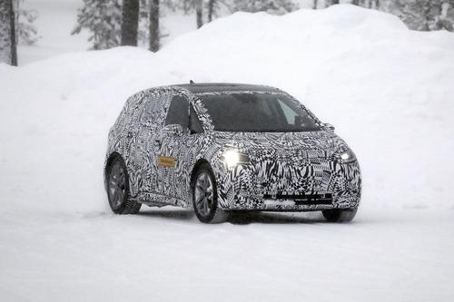 Volkswagen I.D. Neo, le foto spia dell'elettrica sulla neve