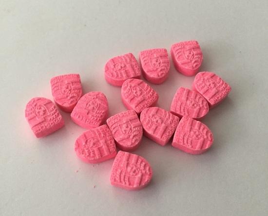 Pasticche di ecstasy con il logo di Porsche