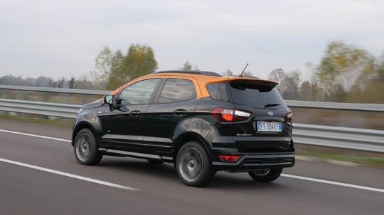 L'ultimo restyling ha reso Ecosport ben più tagliente e moderna (la ruota sul portellone è optional)