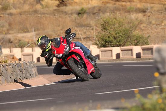 Alla guida della Honda CBR500R 2019