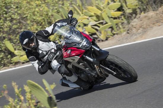 In sella alla nuova Honda CB500X