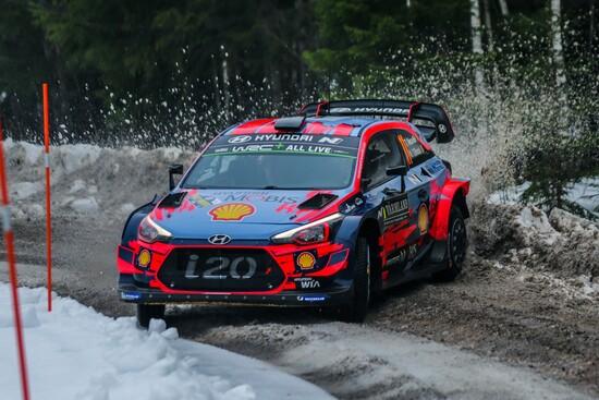 Neuville alla guida della sua Hyundai nel corso del Rally di Svezia 2019