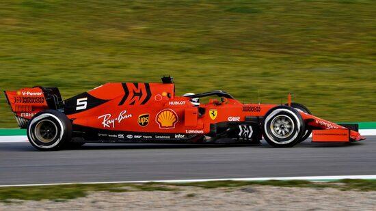 Vettel in azione con la nuova Ferrari SF90 nel Day dei test a Barcellona 2019
