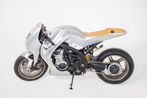 Triumph Speed Triple: una creazione bizzarra di Metalbike Garage (2)
