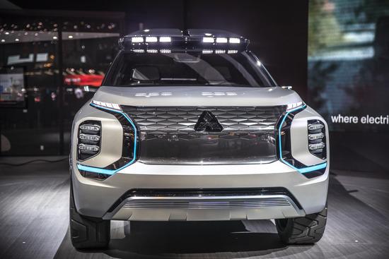 Il design dei fari della Mitsubishi Engelberg Tourer