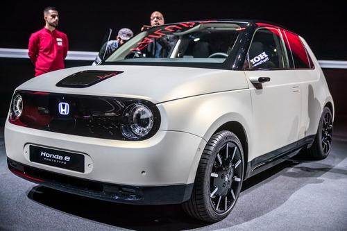 Honda e-Prototype: il modello elettrico di serie a Ginevra 2019 (3)