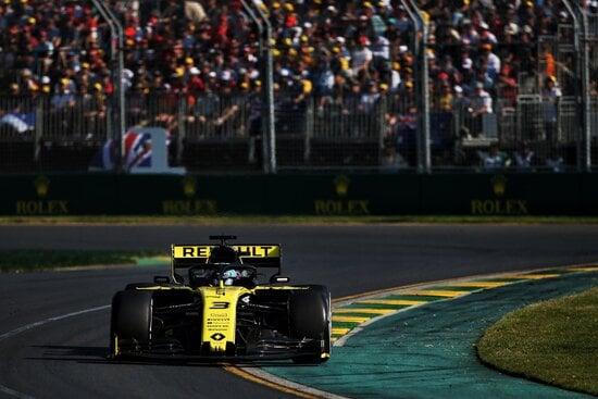 Ritiro per Daniel Ricciardo in Australia