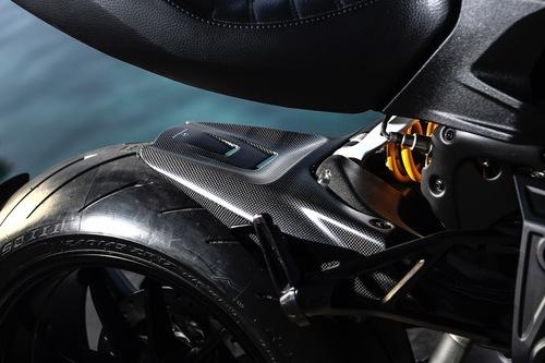Il parafango posteriore in fibra di carbonio del kit Performance per Ducati Diavel 1260S