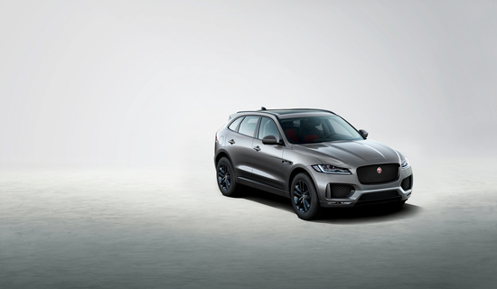 La Jaguar F-Pace Chequered Flag