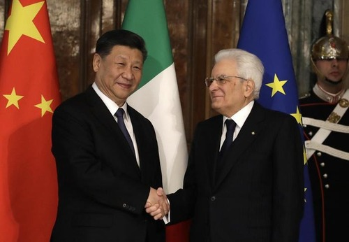 Xi Jinping in Italia, la mega-limousine del presidente della Cina: Hongqi N501 (8)