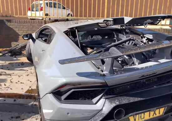 Lamborghini Huracan Performante, brutto incidente durante un raduno