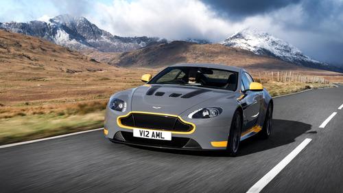 Aston Martin V12 Vantage S 2017: finalmente il manuale!