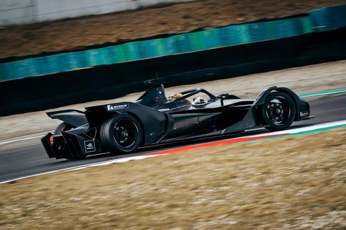 Formula E: Mercedes, debutto in pista con la monoposto per il 2019/2020 (3)
