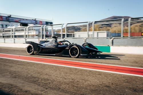 Formula E: Mercedes, debutto in pista con la monoposto per il 2019/2020 (5)