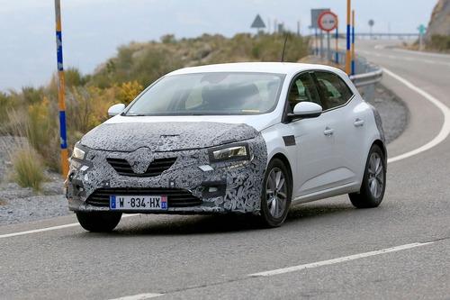 Renault Megane restyling, le foto spia