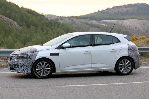 Renault Megane restyling, le foto spia (4)