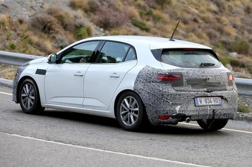 Renault Megane restyling, le foto spia (6)