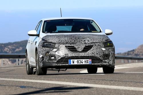 Renault Megane restyling, le foto spia (8)