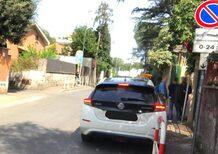 Raggi, auto davvero in divieto di sosta? Il sindaco: «Fake news»