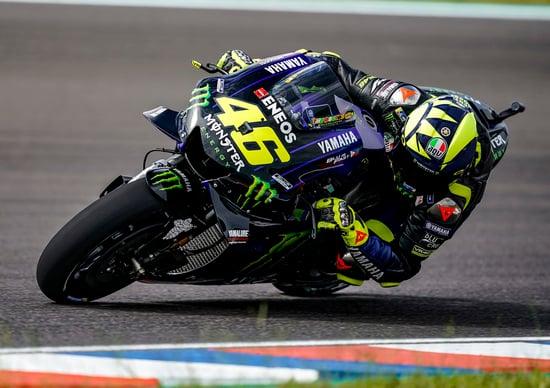 MotoGP, Marquez in pole davanti a un super Rossi