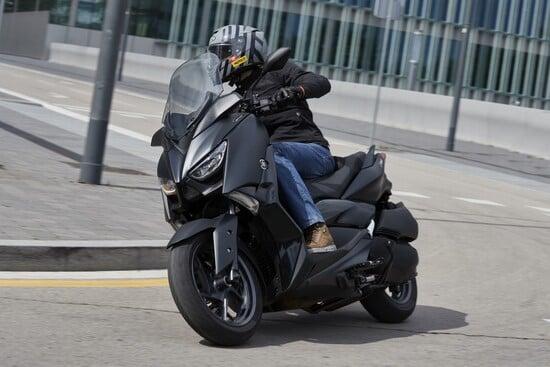 Alla guida del nuovo Yamaha XMAX 300 Iron Max a Barcellona