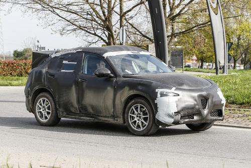 Alfa Romeo Stelvio: ecco il SUV con carrozzeria definitiva (4)