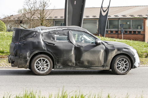 Alfa Romeo Stelvio: ecco il SUV con carrozzeria definitiva (7)