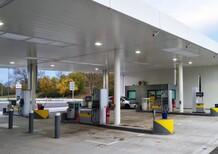 Ponti lunghi? Benzina cara! Superati i 2 euro al litro di carburante per l'auto in Italia