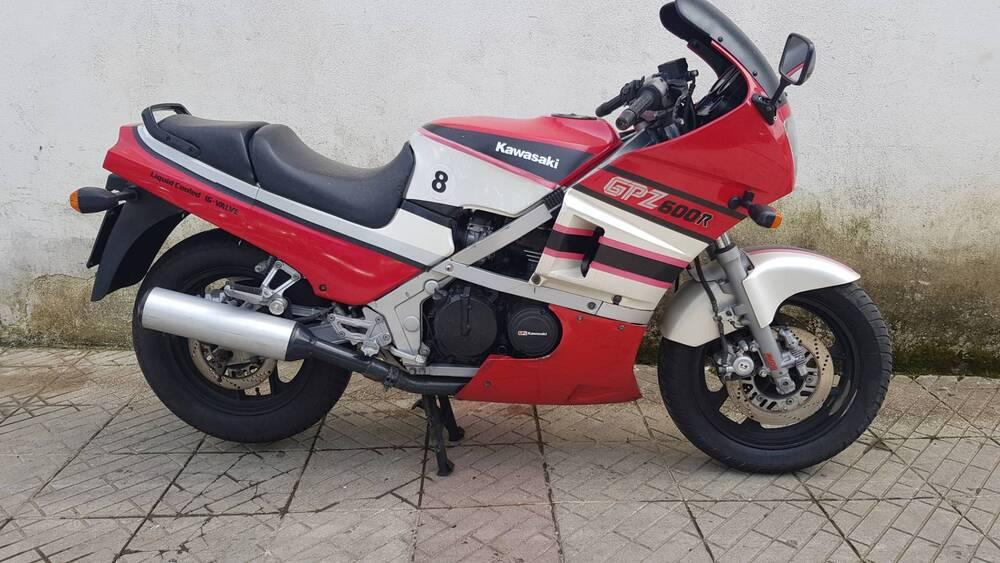 Kawasaki GPz 600 R (3)