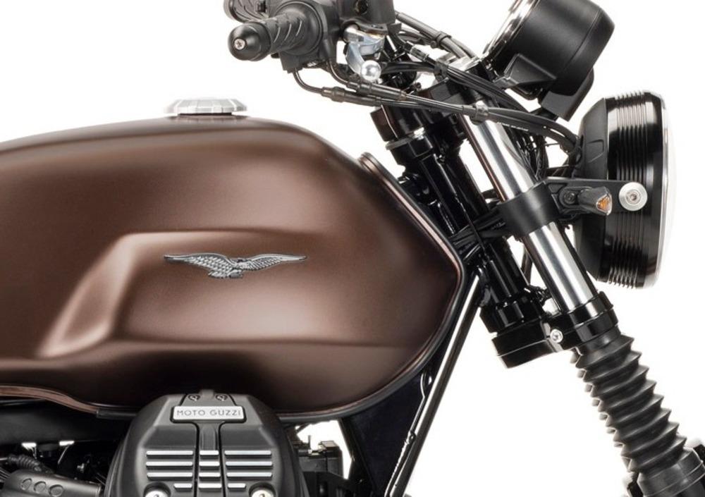 Moto Guzzi V7 III Stone Night Pack (2019 - 20) (5)
