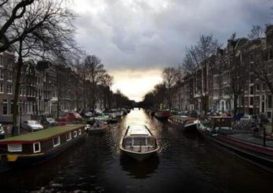 Amsterdam, stop a vetture benzina e diesel dal 2030
