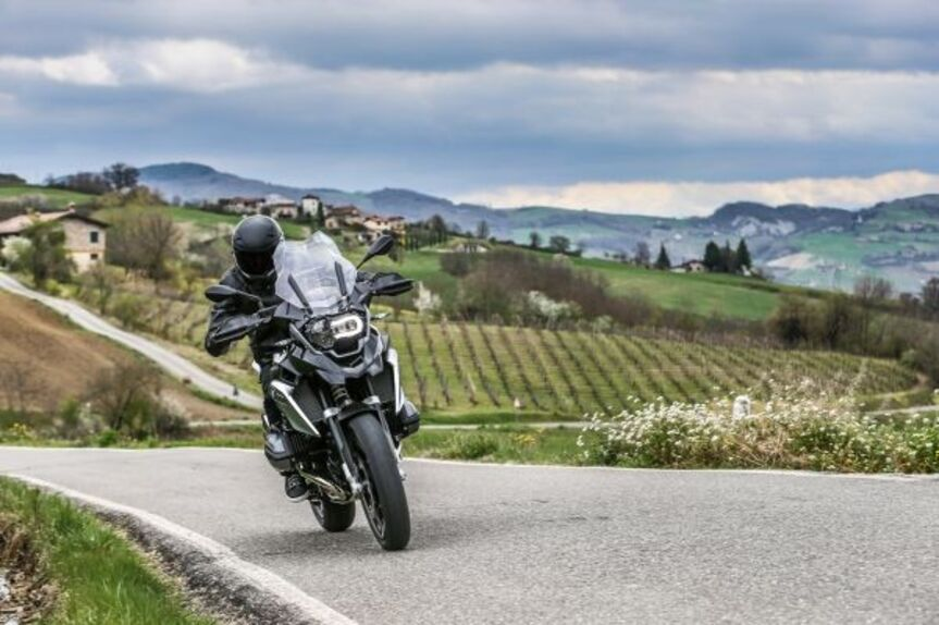 bmw r 1200 gs triple black 2016: prezzo e dotazioni - news - moto.it