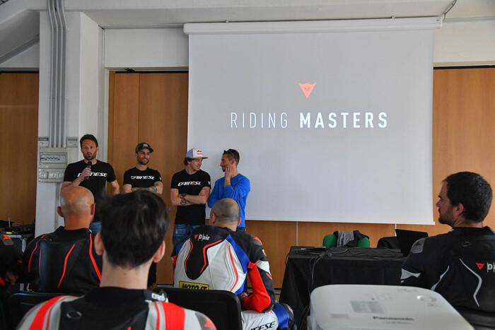 Mattia Pasini, Marco Bezzecchi e Manuel Poggiali con il responsabile del corso Luca Bono