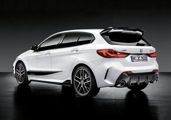 La nuova BMW Serie 1 con gli accessori della linea M Performance