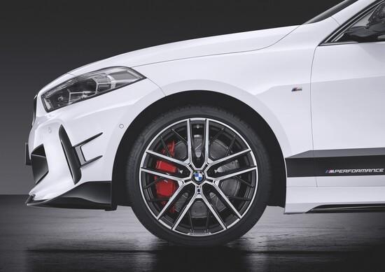 Sulla BMW Serie 1 M Performance le pinze freno saranno rosse
