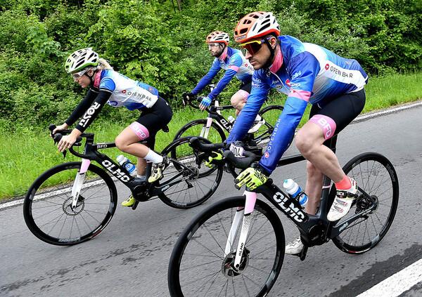 Giro-E. Una tappa con il team BFD in sella a una eBike Olmo-Polini