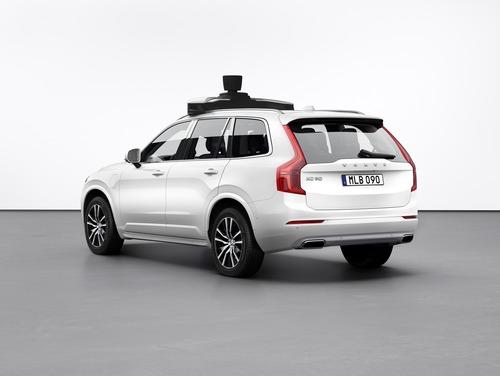 Volvo: con Uber la XC90 a guida autonoma (4)